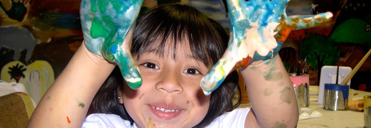 kid-making-art-green-hands